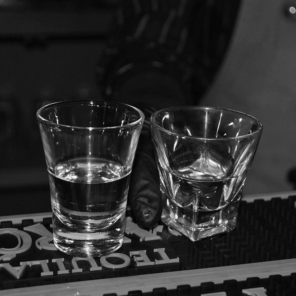 Un buen trago   WhoIsFatCharlie WeLoveFatCharlie FatCharlie Drinks Night